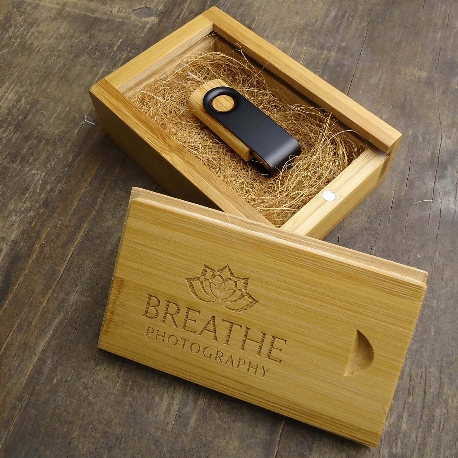 BAMBOO FLASH DRIVE BOX ( FLASH DRIVE NOT INCLUDED)
