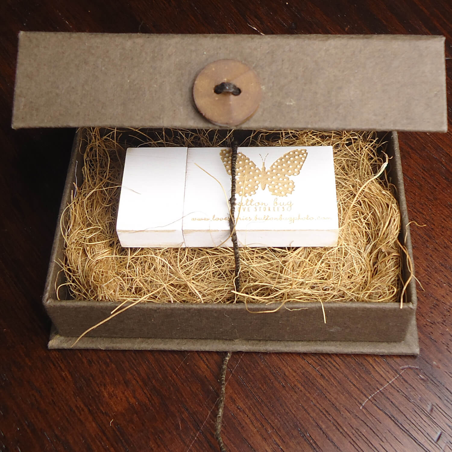 KAVA Flash Drive Box + Vintage White Flash Drive Bundle